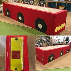 Tänk vad man kan göra med en gammal hylla! 😍 #inspirerande #lärmiljöer #buss #utforskande #projekt #pedagogik #pedagog #reggioemilia #100språklighet #glömsta #vista #vårby #huddinge #preeschool #kindergarten Childcare Rooms, Community Helpers, Reggio Emilia, Ikea Hack, Child Development, Montessori, Toy Chest, Busses, Activities