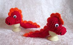 "Eierwärmer - 2 Eierwärmer ""Drachen"" rot orange gehäkelt - ein Designerstück von Rosemarie-Kerschl bei DaWanda Crochet Food, Easter Crochet, Knit Crochet, Yarn Projects, Crochet Projects, Knitted Flowers, Wool Art, Childrens Hospital, Fun Activities"