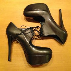 """Stuart Weitzman Time pump Never worn Stuart Weitzman Time platform pump in high gloss patent leather. Color in anthracite quasar. Size 8. Approx.  5 1/2"""" heel with a 1 1/2"""" platform. Lace up closure above curvy cutout. Leather lining and sole. Made in Spain. Stuart Weitzman Shoes Platforms"""