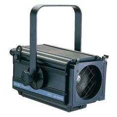 PR1212 Arco PC 300/500W GRIVEN    Este proyectores ideal parausoen pequeños teatroso escenarios.    Lalente de PC (plano convexa)proporcionauna salida de luz marcada, conunángulo variablede 11° a58°.Se puede instalarya sea conlámpara de300 ó500Wcon baseGY9.5,se suministra conportafiltros.Recubiertocon pinturaepoxi en polvonegro.UnViserade 4 hojasestá disponible como accesorio.Lente frontalØ 120mm.