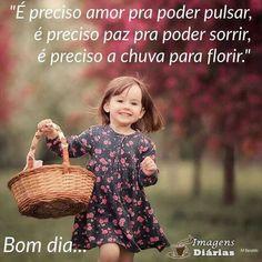 É preciso amor pra poder pulsar, é preciso paz prá poder sorrir, é preciso a chuva para florir. Profession Of Faith, Baby Smiles, Day For Night, Happy Day, Children Photography, Baby Photos, Positive Vibes, Cute Kids, Life Quotes