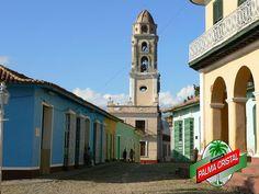 CERVEZA PALMA CRISTAL TE PLATICA DE Trinidad una Ciudad que se encuentra ubicada al centro de Cuba y que desde 1514 fue declarada Patrimonio Cultural de la Humanidad. A sus alrededores encontraremos espectaculares paisajes naturales en el Valle de los Ingenios, la playa El Ancón, y la Sierra del Escambray. Un destino que no debes dejar de visitar en Cuba. www.cervezasdecuba.com