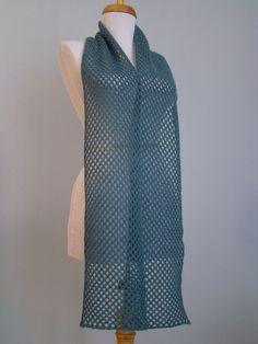 Comment faire d'une pierre deux coups... En tricotant une écharpe bleue pour le blog Over the Rainbow ICI et se rendre compte que le...