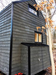 Tiny Cabin in the Woods by Cabane in Canada - Dream Big Live Tiny Co. Tyni House, Tiny House Loft, Tiny House Living, Tiny House On Wheels, Tiny House Design, Tiny House Company, Tiny House Nation, Tiny Cabins, Construction