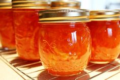 You bring a little bit of sunshine in the house by making marmalade. Making Marmalade, Tostadas, Deli Food, I Chef, Jam And Jelly, Ice Cream Desserts, Sweet Sauce, Charcuterie, Sauce Recipes
