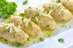 Gli involtini di pollo al limone sono un secondo piatto particolare nella sua semplicità. Il sapore fresco del limone esalta la carne di pollo e la rende ancora più gustosa. Ecco la ricetta