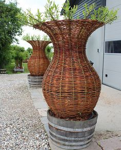 Tkactwo z gazet. Tree Sculpture, Garden Sculpture, Small Gardens, Outdoor Gardens, Garden Art, Garden Design, Willow Furniture, Living Willow, Gypsy Home
