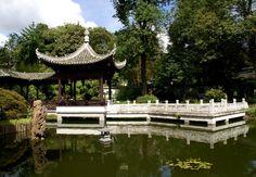 Frankfurt, chinesischer Garten, Wasser- und Spiegelpavillons am jaspisgrünen Teich (Chinese Garden, water and mirror pavilions at the jasper-green pond)