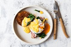 eggs-benedict-top-view