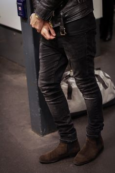 The Stockholm style - slim jeans, boots and a genuine leather jacket. Fashion Moda, Urban Fashion, Mens Fashion, Style Fashion, Fall Fashion, Fashion Tips, Brown Chelsea Boots Outfit, Stylish Men, Men Casual