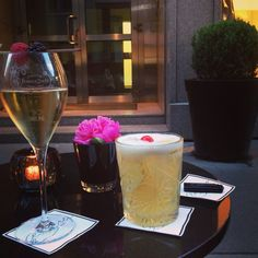 #roberto #champagner #bostonsour #vienna Vienna, White Wine, Alcoholic Drinks, Food And Drink, Rose, Glass, Champagne, Pink, Drinkware
