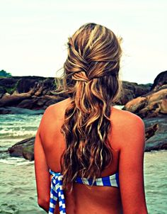 Wish I had eyes in the back of my head just so I could curl my hair likee this and look at it all day!!