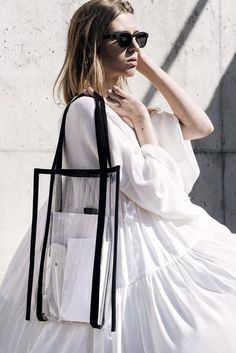 Transparent tote bag has nothing to hide. Would you wear it? Fashion Bags, Fashion Outfits, Womens Fashion, Fashion Trends, Net Fashion, Fashion Clothes, Casual Outfits, Best Beach Bag, Beach Bags