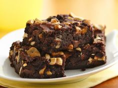 Looking for a crunchy dessert using Betty Crocker® triple chunk Premium brownie mix? Then check out this cashew-caramel brownies recipe.