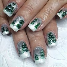 Lanneas Nails by Mrsluk via @nailartgallery #nailartgallery #nailart #nails #gel #mixedmedia #holiday #christmas #christmastree #handpainted #christmasnails