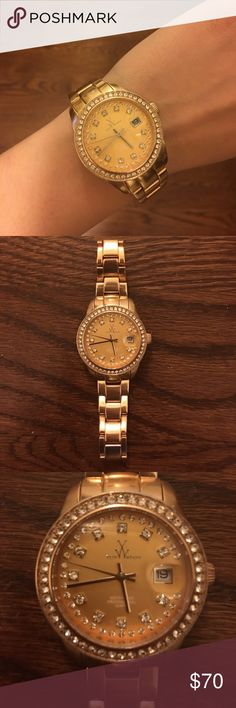 Toywatch women's watch - amazing condition!! ⏰ Gold Toywatch women's watch, just needs a battery! Super cute, barely ever wore this. No signs of wear. Slightly rose gold tint, but I wouldn't call it a true rose gold! ToyWatch Jewelry