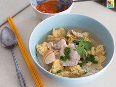 A minimalist recipe for a homely bowl of mee suah soup - all you need is mee suah , eggs, spring onions, soy sauce and sesame oil - and everything is ready within 15 minutes.