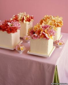 small cakes decorated with parrot tulips pretty-cakes-and-cupcakes Floral Wedding Cakes, Unique Wedding Cakes, Wedding Cakes With Flowers, Tulip Wedding, Wedding Paper, Wedding Colors, Edible Wedding Centerpieces, Cake Centerpieces, Floral Centerpieces