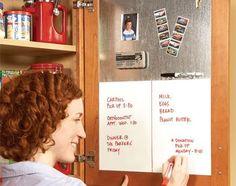 Home Organization Tips and Storage Tips: chalkboard in closet. Krijtbord in keukenkast.