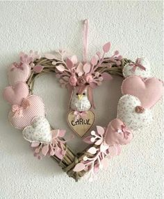 icu ~ Hacer corazones de tela by katheryn Valentine Wreath, Valentine Day Crafts, Easter Crafts, Pink Christmas, Christmas Wreaths, Christmas Crafts, Diy Wreath, Burlap Wreath, Valentines Day Decorations
