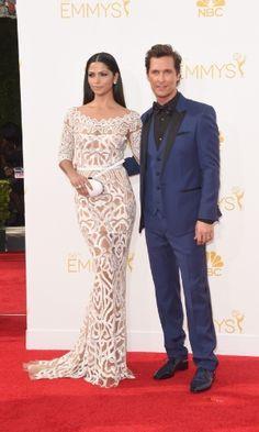 """Matthew McConaughey e a mulher, a modelo brasileira Camila Alves prestigiaram a 66ª edição do Emmy Awards. O ator está indicado por seu desempenho na série """"True Detective"""""""