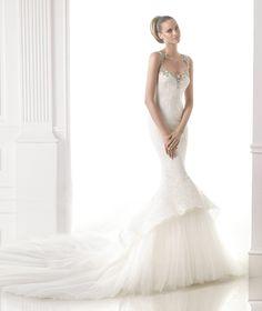CANACE - Vestido de novia con falda con volantes. Pronovias 2015 | Pronovias