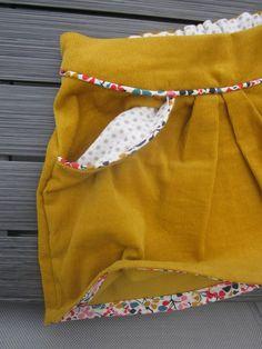 Une mini-perle pour un défi ! - Pirouette Cacahuete - Cyssou soon - Alles Coin Couture, Baby Couture, Couture Sewing, Sewing Clothes, Diy Clothes, Short Outfits, Kids Outfits, Short Niña, Diy Vetement
