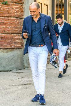 ネイビー/ブルー スニーカー メンズコーデ特集!上品な足元で魅せる注目の着こなし&アイテム紹介 | OTOKOMAE / 男前研究所 Mens Fashion Summer Outfits, New Outfits, Casual Outfits, Men Casual, Suits And Sneakers, Gq Mens Style, Streetwear Men, Best Street Style, Rugged Style