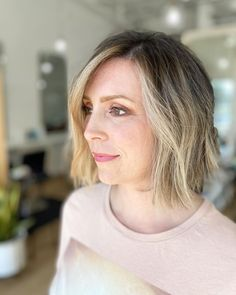 Wanting to add a versatile side to your overall look? Then consider this textured bob with face-framing highlights created by hairstylist Megan Hess (@cut_and_dry). Go to our website to discover more of these blunt bob haircuts. #bluntbobhaircuts #bluntbob