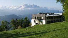 Das Gasthaus Briol vor der Kulisse der Dolomiten