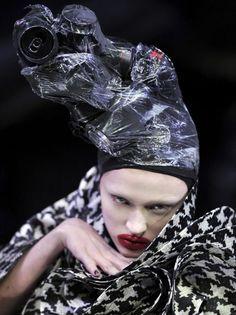 Madisyn Ritland wears ring-pull-can headdress by Philip Treacy for Alexander McQueen at 'The Horn of Plenty' , Autumn Alex Mcqueen, Alexander Mcqueen, Suzy, Caroline Reboux, Givenchy, Valentino, Fashion Art, Fashion Design, Rain Fashion