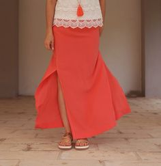 DIY maxi summer skirt by Wardrobe Recycle Diy Couture Jupe, Couture Sewing, Summer Maxi, Summer Skirts, Long Slit Skirt, Maxi Robes, Sewing Clothes, Refashion, Casual