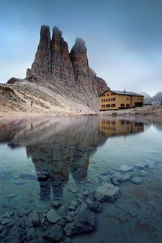 """Vajolet Towers. Il Rifugio Vajolet è un rifugio alpino situato nel Gruppo del Catinaccio nelle Dolomiti, nel territorio comunale di Vigo di Fassa (TN), a 2.243 metri di altitudine. Il rifugio si trova nella località detta """"Porte Neigre"""", sotto le Torri del Vajolet, in una posizione che lo rende un punto di partenza ideale per molte escursioni ed ascensioni nel Gruppo del Catinaccio. #Italia #montagna #mountains #Italy"""