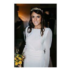 Arantza, radiante momentos antes de dar el sí quiero. Ramo con flores amarillas 🌾 el mejor hasta luego al mes de de Septiembre. @rosa_clara @martaybern @elinvernaderooviedo @palaciodemeres #Montselopezestilistas #floresana #boda #wedding #bride #novia #weddingphotography #fotografodebodas #portraits_ig #bodasasturias