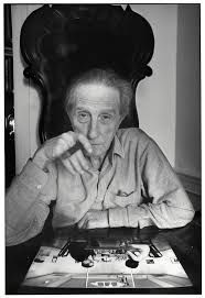 Marcel Duchamp foi um pintor, escultor e poeta francês, cidadão dos Estados Unidos a partir de 1955, e inventor dos ready made. Wikipédia Nascimento: 28 de julho de 1887, Blainville-Crevon, França. Falecimento: 2 de outubro de 1968, Neuilly-sur-Seine, França. Série: Ready-made de Marcel Duchamp. Influenciado / Influenciada: Andy Warhol, Robert Rauschenberg... Períodos: Arte conceptual, Surrealismo, Cubismo, Seção de Ouro, Arte moderna, Dadaísmo.