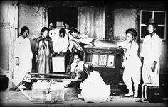 17.18세기 조선후기부터 중세사회를 지탱하고 있던 여러부분 이 동요되면서 중세 사회의 구조가 무너져 내리기 시작하였다 신분제의 동요 유학자들의 주자학적 사고 방식에대한이반 붕당정치의 전개 개혁을 주창한..