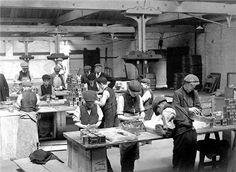 Tea factory Butlers Wharf 1910.  Children working
