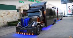 Scott Bloomquist's new racing hauler is the world's most awesome semi. Video: https://racingnews.co/2017/09/05/scott-bloomquist-hauler-debut/ #scottbloomquist