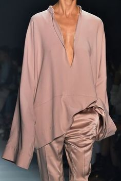 Elegant and casual. Haider Ackermann at Paris Fashion Week Spring StyleBistro Fashion Details, Look Fashion, High Fashion, Fashion Design, Net Fashion, Fashion Week, Runway Fashion, Womens Fashion, Fashion Trends