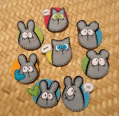 Meia Lua: pregadeira Felt Diy, Felt Crafts, Diy And Crafts, Arts And Crafts, Sewing Crafts, Sewing Projects, Felt Keychain, Felt Animal Patterns, Diy Back To School