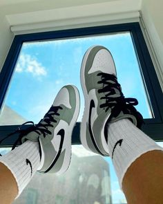 Dr Shoes, Nike Air Shoes, Hype Shoes, Me Too Shoes, Nike Socks, Adidas Shoes, Black Shoes, Shoes Heels, Moda Sneakers