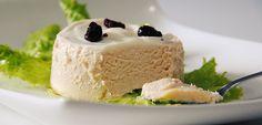 Pastel frío de espárragos blancos y atún