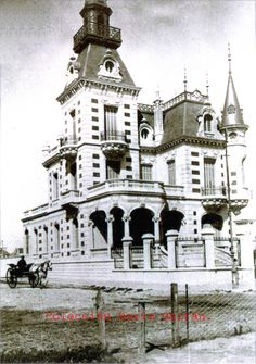 MAR DEL PLATA Vintage Architecture, Architecture Details, Old Buildings, Victorian Homes, Old Pictures, Old Houses, Big Ben, Castle, Black And White