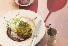 Kräuter-Rinderfilet mit Rotwein-Butter-Reduktion und Erdäpfelpüree