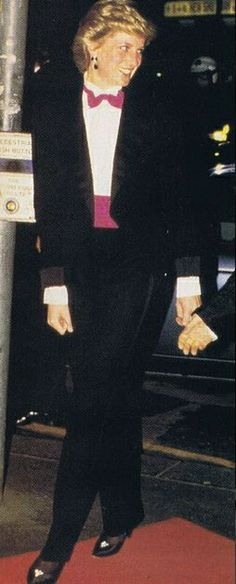 """March 17 1987 Diana attends a Gala Performance of the jazz ballet """"Night Creature"""" by the London Festival Ballet, at the Hippodrome, Leicester Square, WC London Evening Pant Suits, Kate Baby, Kate And Meghan, British Royal Families, Daughter In Law, Lady Diana Spencer, William Kate, Princess Of Wales, Queen Of Hearts"""