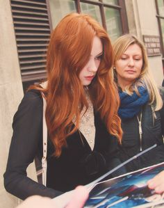 Karen Gillan -- that hair!!