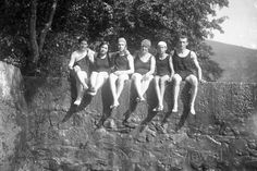 W057. Swimming on a Summerday 1920s