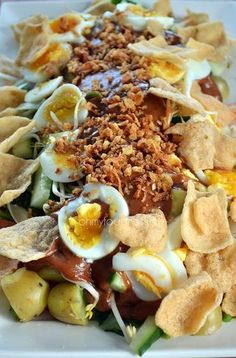 Indonezia Gado Gado - Indonesian vegetable salad with sateh (peanut) sauce. Dutch Recipes, Asian Recipes, Vegetarian Recipes, Cooking Recipes, Healthy Recipes, Vegetable Pasta Salads, Vegetable Dish, Malaysian Cuisine, Indonesian Food