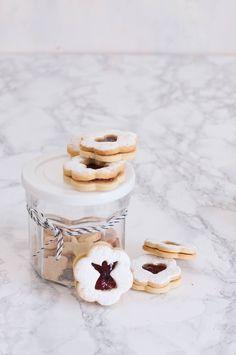 Cute Christmas Cookies, Edible Christmas Gifts, Christmas Goodies, Christmas Treats, Christmas Baking, Milk Cookies, Cake Cookies, Linzer Cookies, Holiday Desserts