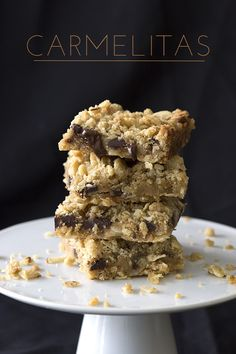 Heavenly low carb crumb bars filled with sugar-free caramel and chocolate. You'd hardly believe that this grain-free treat isn't made with oats! The first time I had a carmelita, I thin…